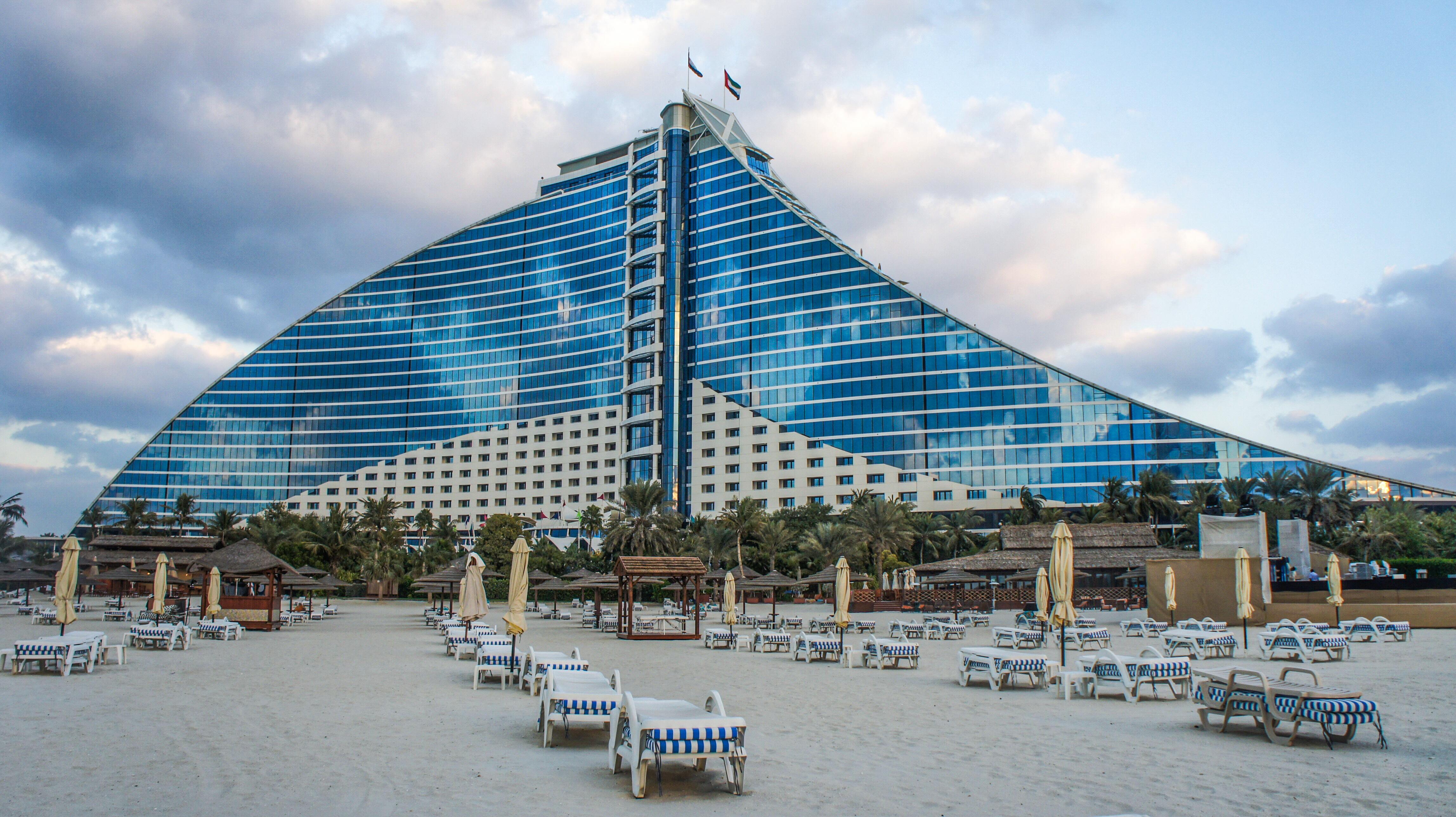 Jumeirah-Beach-Hotel-1